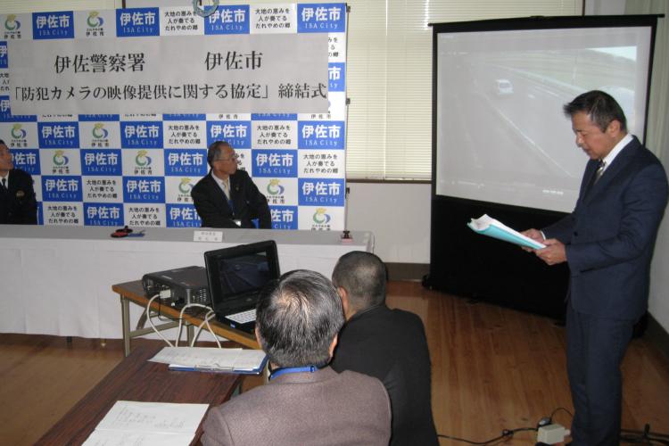 防犯カメラの映像提供に関する協定締結式