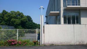 学園出入口の防犯カメラ